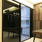 AL027烤黑-左右黑鏡固定門+中間灰玻懸吊門-1